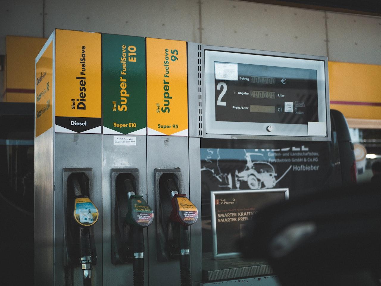 Na hora de abastecer uso gasolina comum ou aditivada?